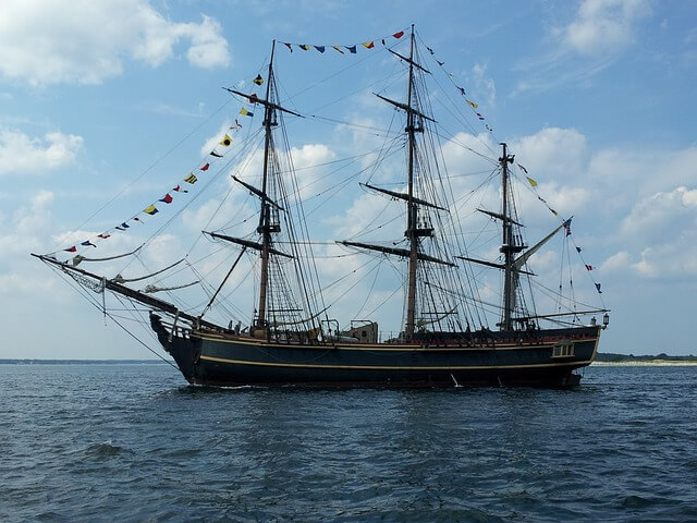 sailboat-174469_640